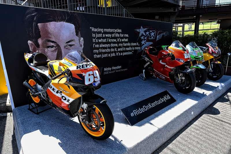 ★MotoGP2017イタリアGP ニッキー・ヘイデン選手のチャンピオンシップ優勝マシン「RC211V」などを特別展示