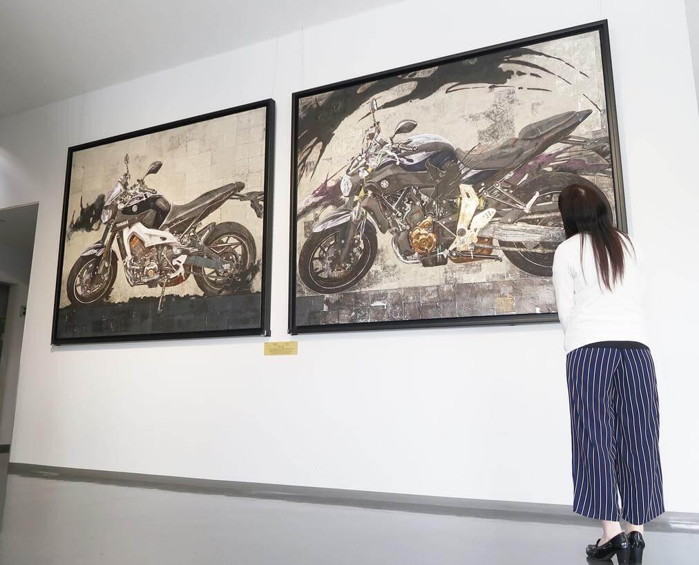 ★ヤマハ発動機の大ファン日本画家が描いた「MT-07」「MT-09」を企業ミュージアム「コミュニケーションプラザ」にて展示開始