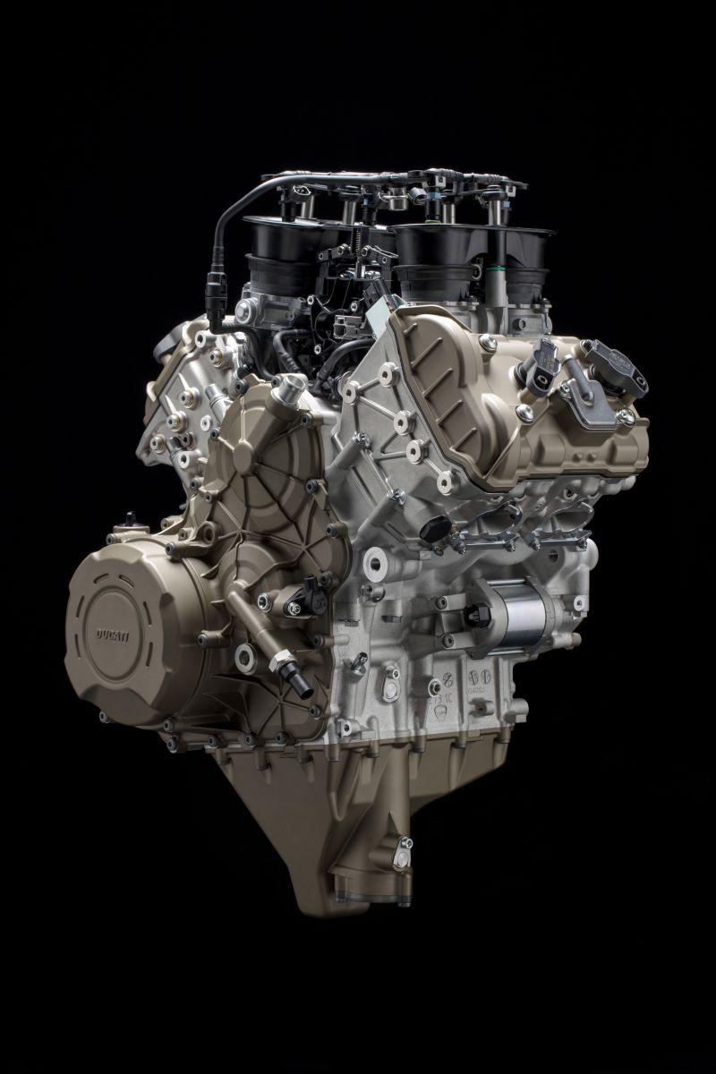 ★Ducati 210馬力のV型4気筒 デスモセディチSTRADALEエンジンを発表