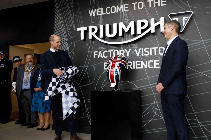 ★英国ケンブリッジ公ウィリアム王子、トライアンフモーターサイクルズを来訪
