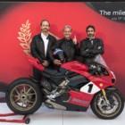 ドゥカティ・パニガーレV4 25°アニバーサリオ916: スーパーバイクの歴史を変えたモーターサイクルに敬意を表した限定モデル