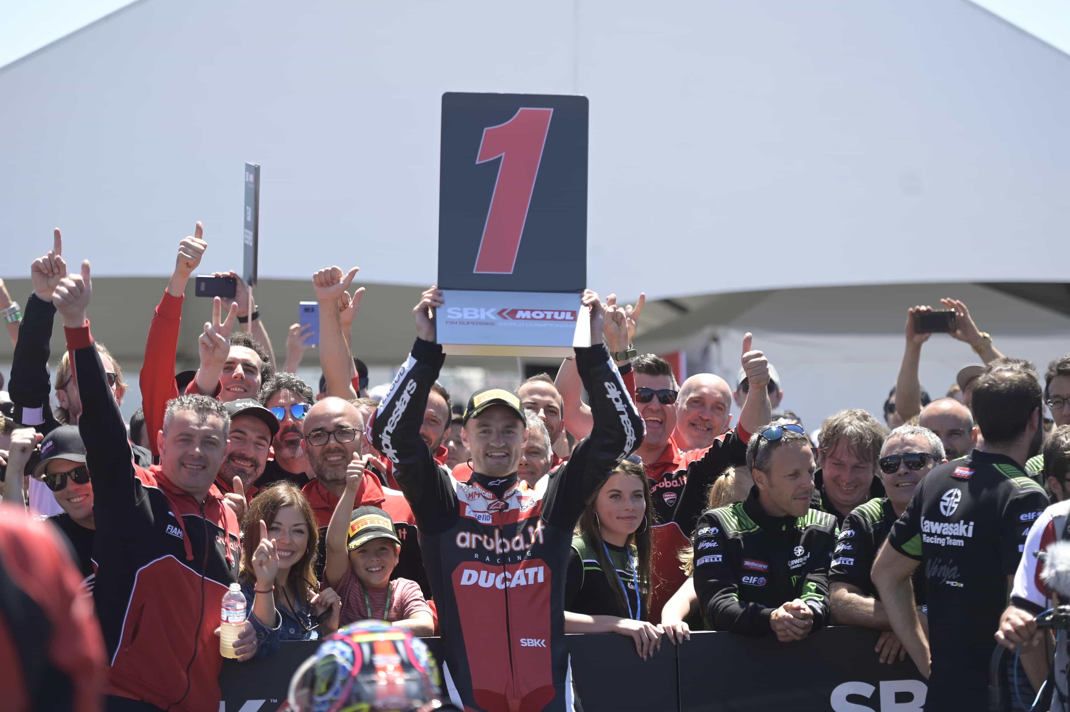 ピレリ(Pirelli)スーパーポールレースでレイ、レース2でデイビスが優勝 SCXタイヤが確かな性能を発揮