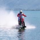 """ルカ・コロンボ """"水上""""における最高速度102km/hを記録"""