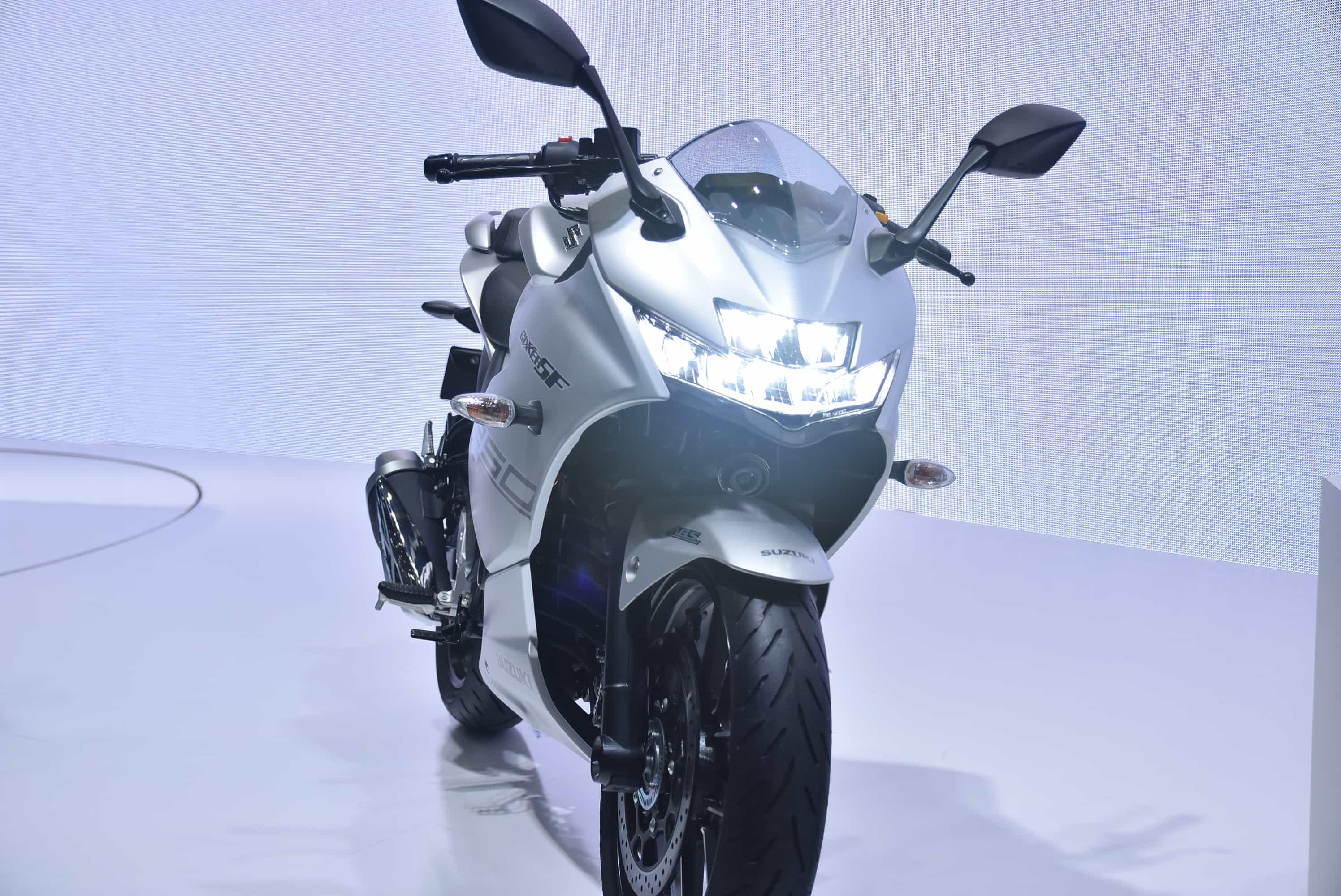 スズキ 東京モーターショーでジクサーSF250を発表