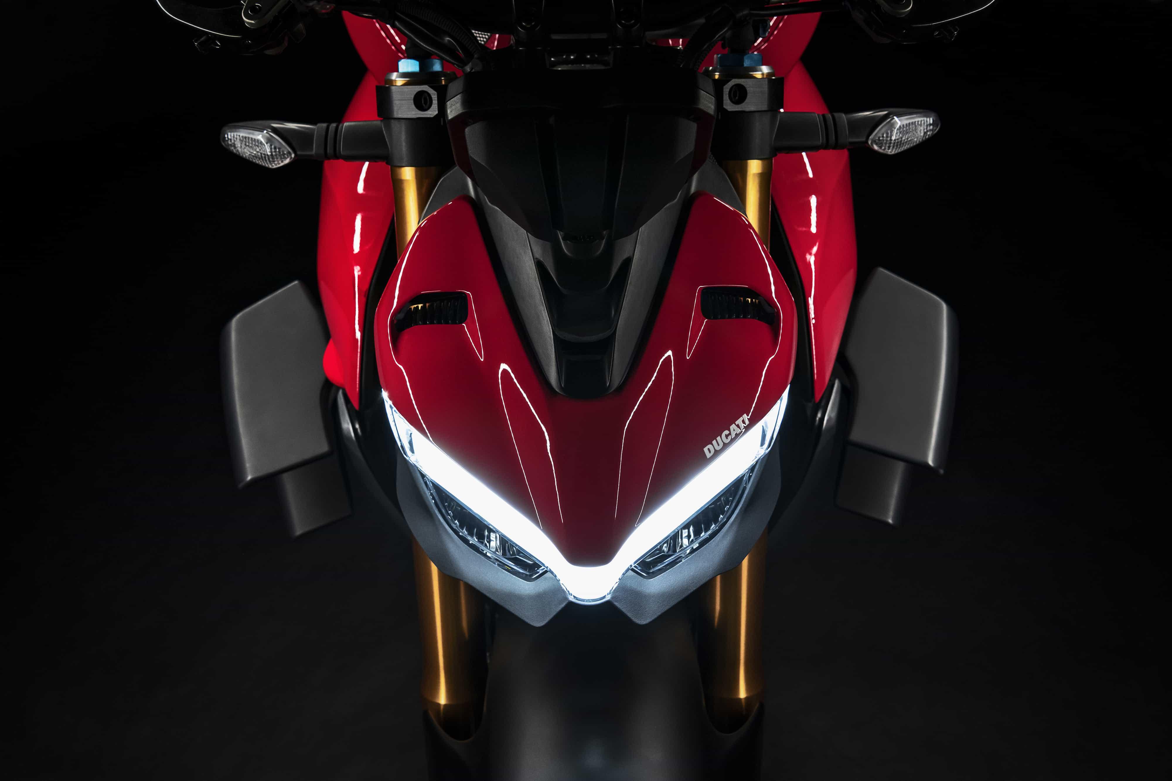 Ducati DucatiワールドプレミアでストリートファイターV4を発表