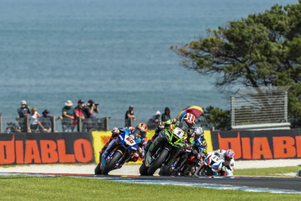 Pirelli(ピレリ)レースレポート フィリップアイランド戦レース2でKRTのアレックス・ロウズが優勝