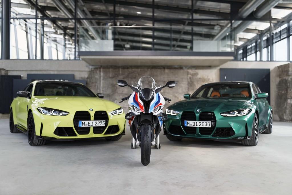 BMW M1000RRが登場