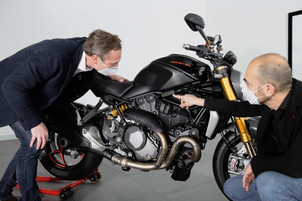 """Ducati 累計35万台目に生産されたモンスターはモンスター1200 S """"Black on Black"""""""