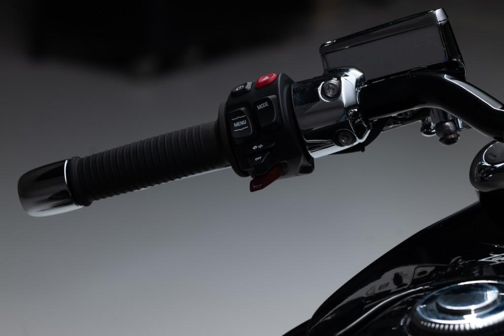 Kingston Custom BMW R 18のカスタムモデル「Spirit of Passion」を発表