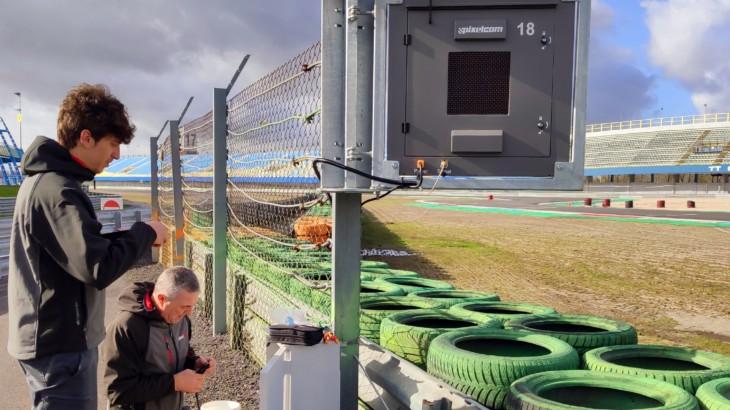MotoGPで義務化のトラックサイドライトパネル スペインのPixelcomがホモロゲーション取得