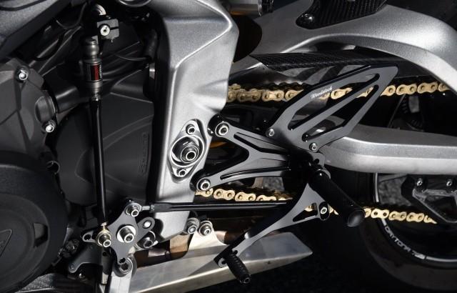 ウッドストックから、トライアンフデイトナ Moto2 765用のバックステップが登場