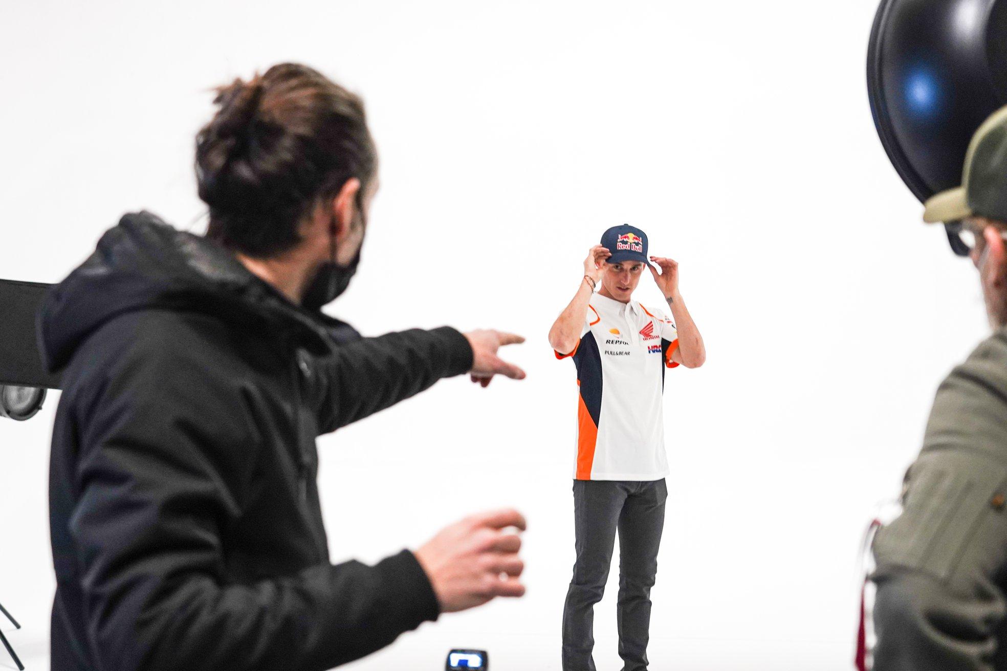 レプソル・ホンダ 22日のオンラインチームローンチ前に、マルク、ポルの写真を一部公開