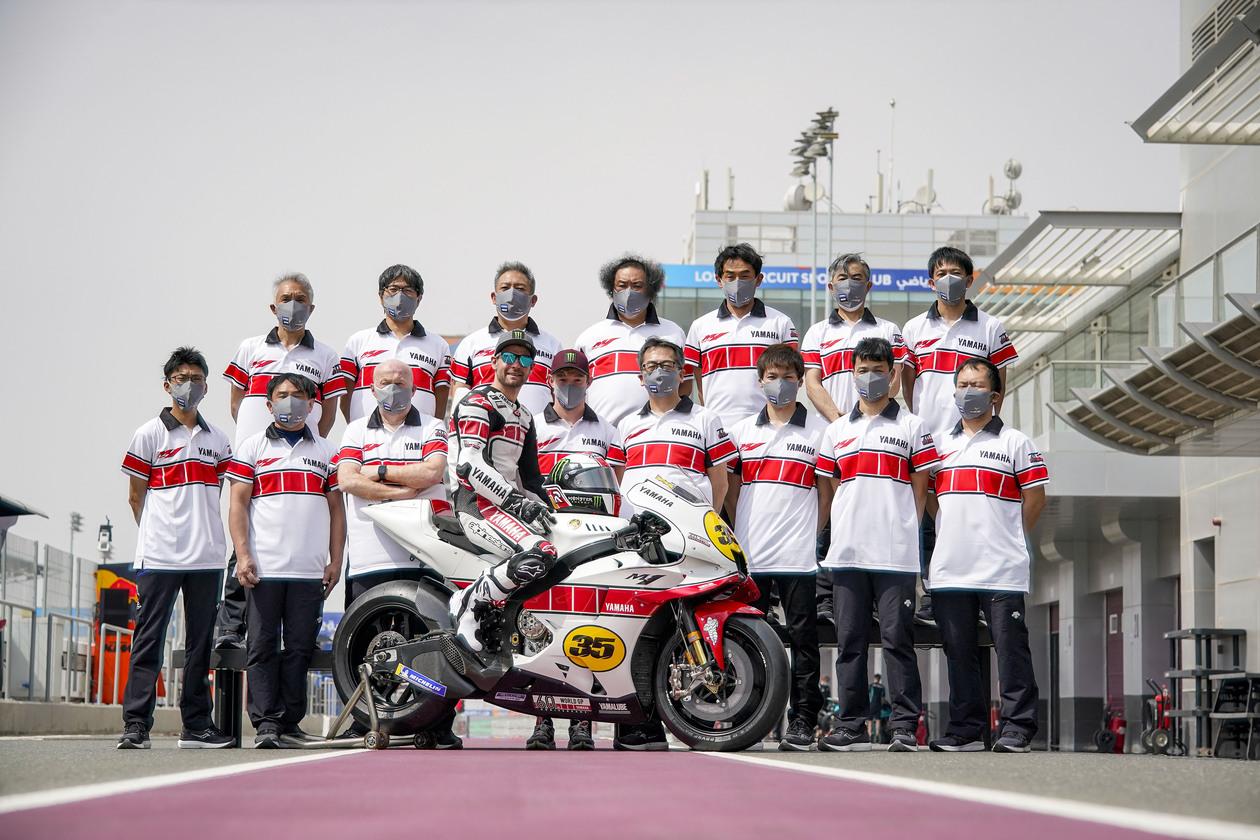 ヤマハ 世界グランプリ(WGP)参戦60周年記念カラーのM1をカル・クラッチローと共に披露